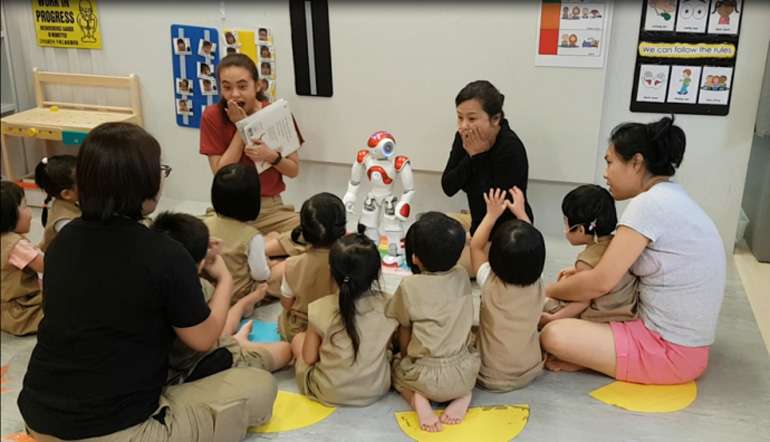 A Kindle Garden class using Nao the robot in a storytelling session